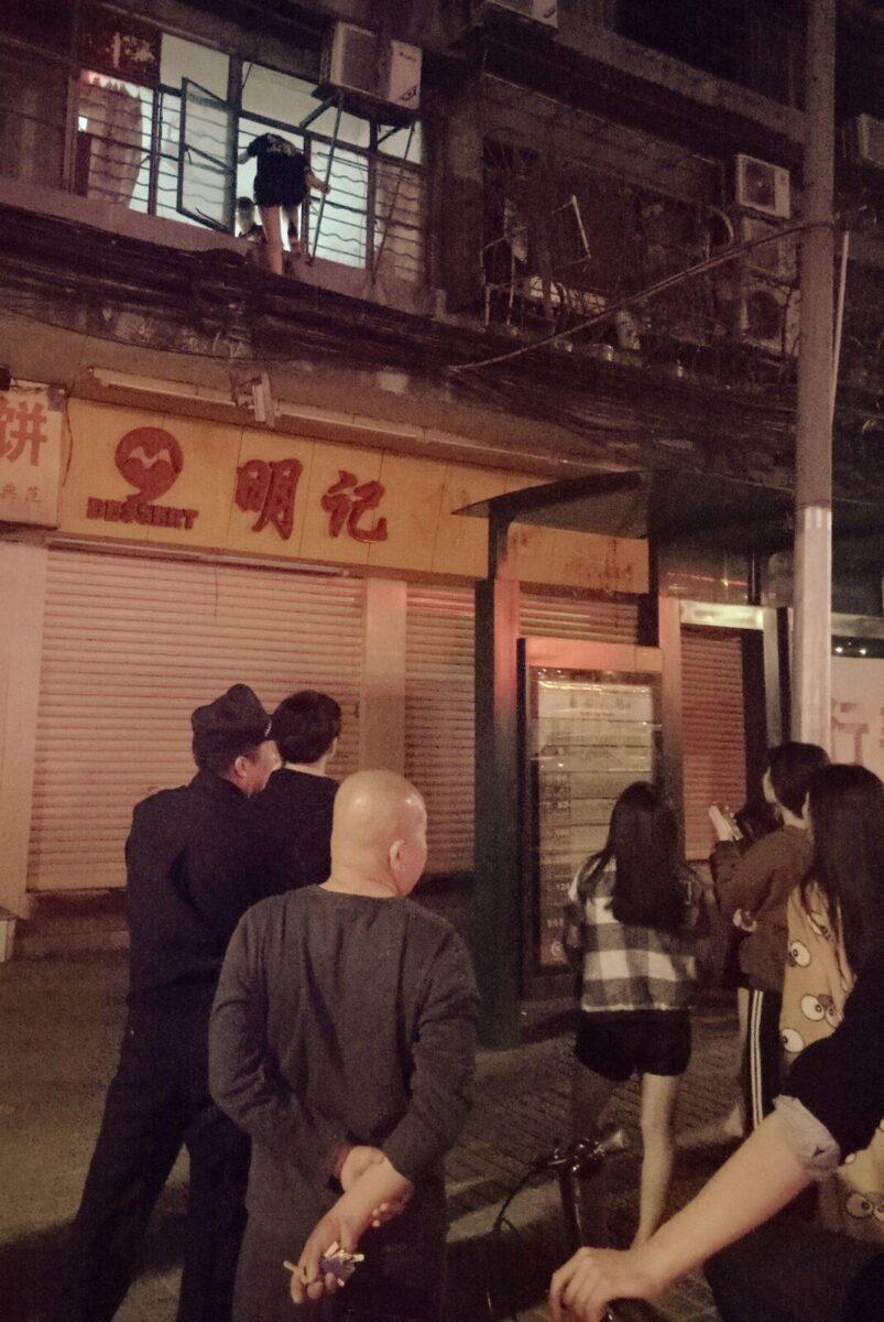 unsafe walk balcony police china